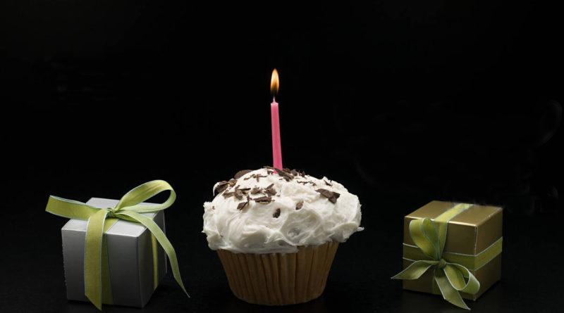 Compleanno, dolce e regali