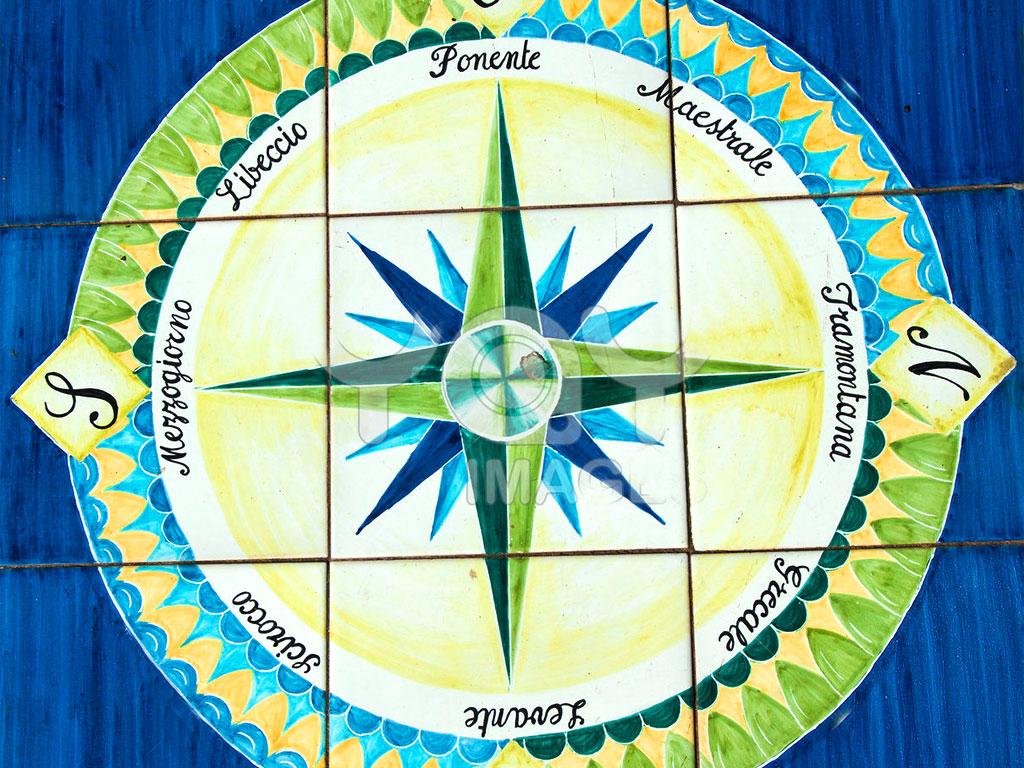 Immagine di una Rosa dei venti con i nomi dei venti