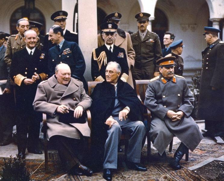 Winston Churchill, Roosevelt e Stalin alla conferenza di Jalta (1945)