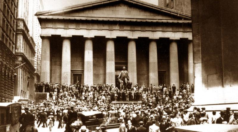 New York City, Wall Street, 24 ottobre 1929 - Il giorno del giovedì nero che portò al crollo dell'economia