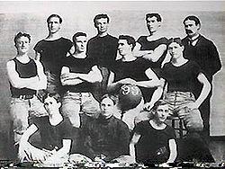 I Kansas Jayhawks nel 1899: Naismith è il primo da destra.