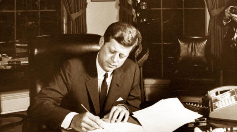 Il presidente americano Kennedy autorizza la quarantena navale su Cuba
