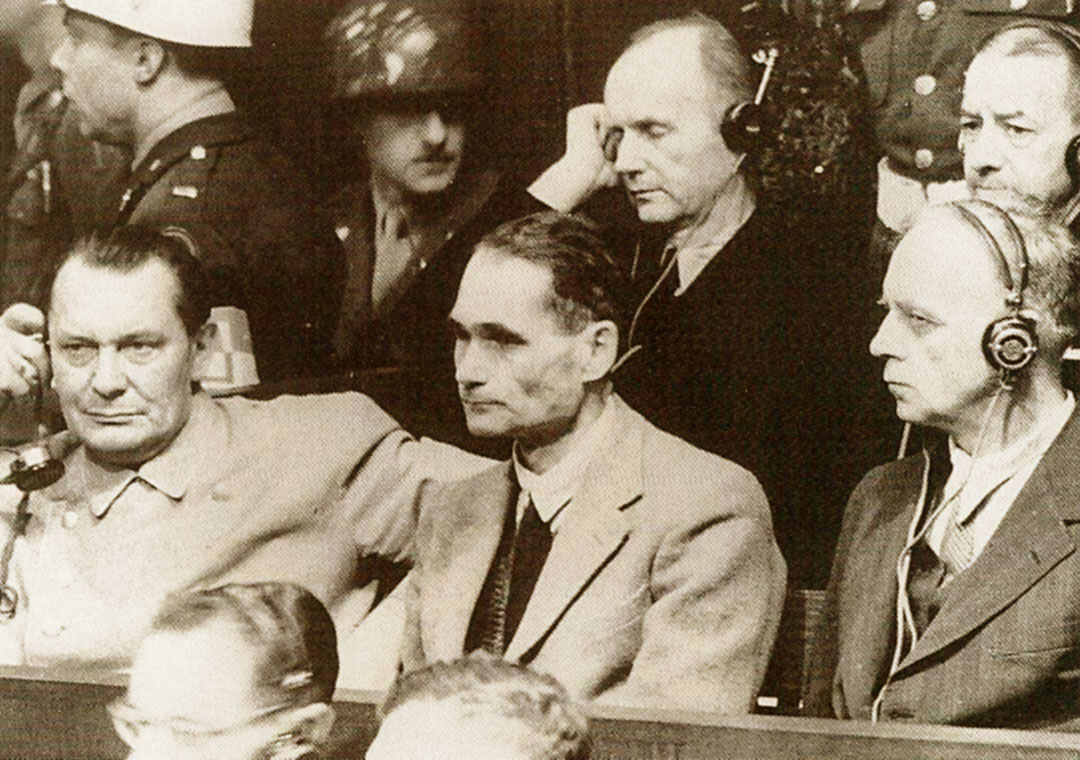 Hermann Göring, Rudolf Hesse e Joachin von Ribbentrop al Processo di Norimberga
