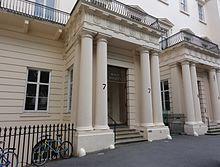 Ingresso della Royal Society in Carlton House Terrace, Londra.