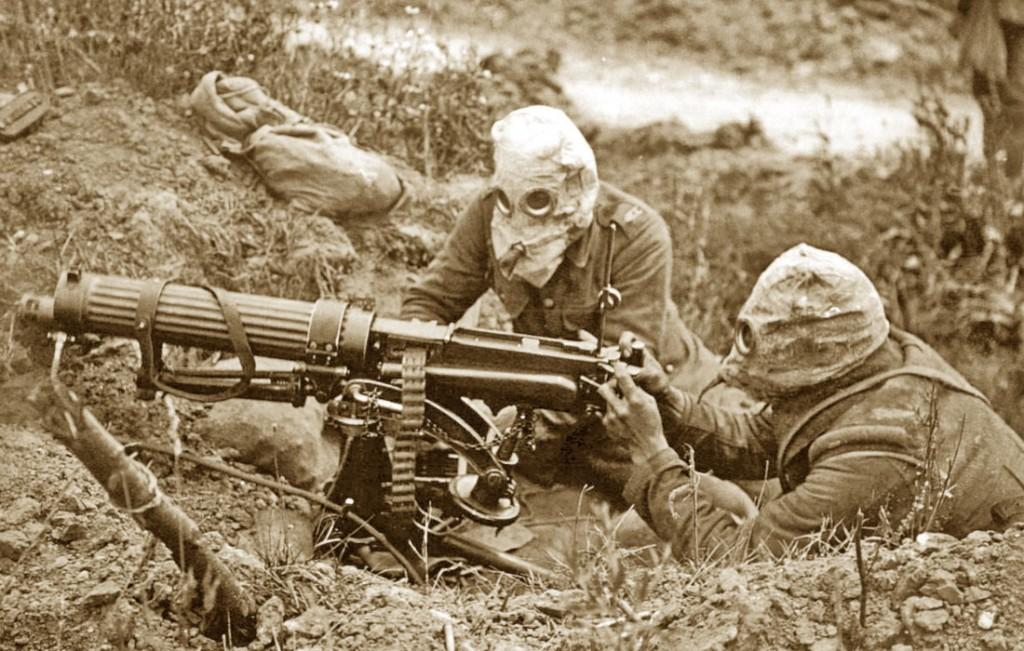Prima Guerra Mondiale, soldati usano una mitragliatrice