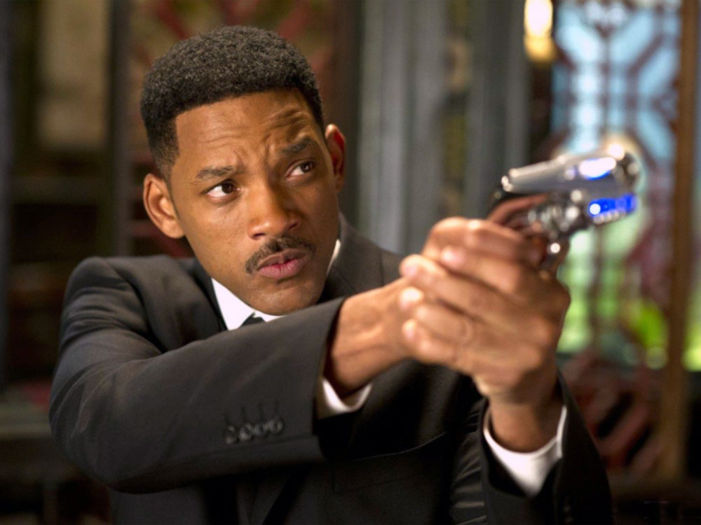 "L'agente J (Will Smith) in una scena di ""Men in Black 3"""