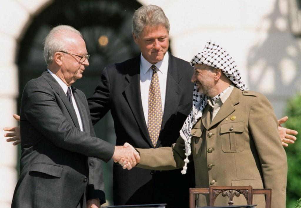 Gli accordi di Camp David - Da sinistra Rabin, Clinton e Arafat