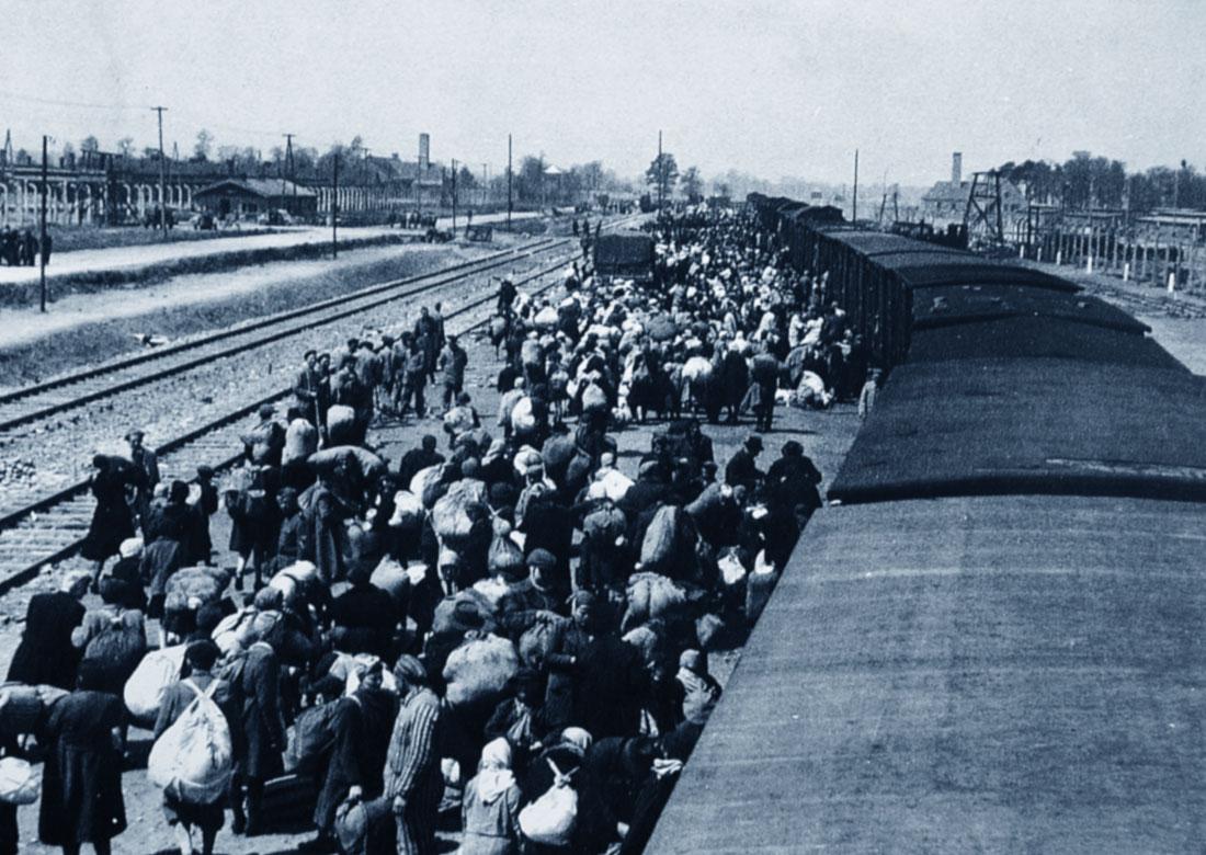 Auschwitz, l'arrivo dei treni