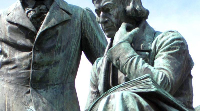 Monumento dedicato ai fratelli Grimm (Scultura realizzata da Syrius Eberle e situata ad Hanau, in Germania)