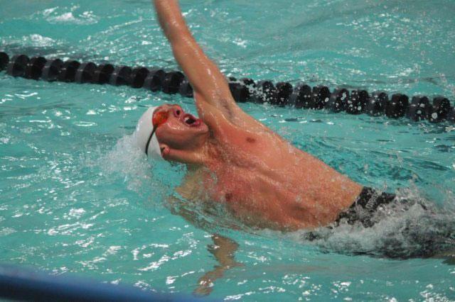 Riccardo Maestri in una foto mentre nuota a dorso