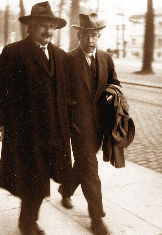 Albert Einstein insieme a Niels Bohr