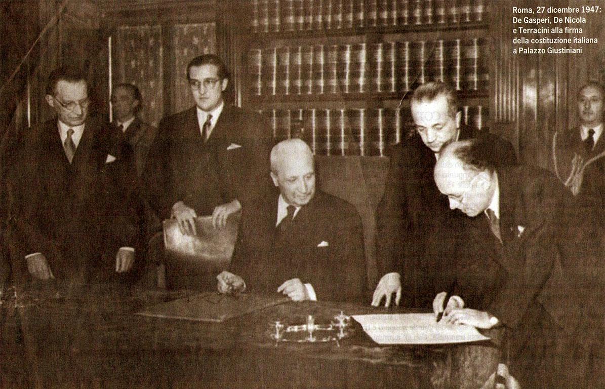La firma della Costituzione italiana