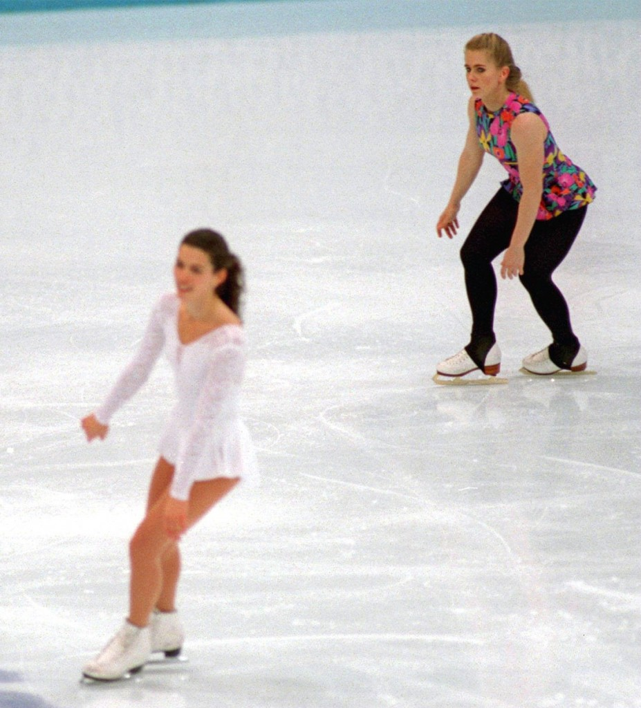 Nancy Kerrigan e Tonya Harding mentre pattinano assieme