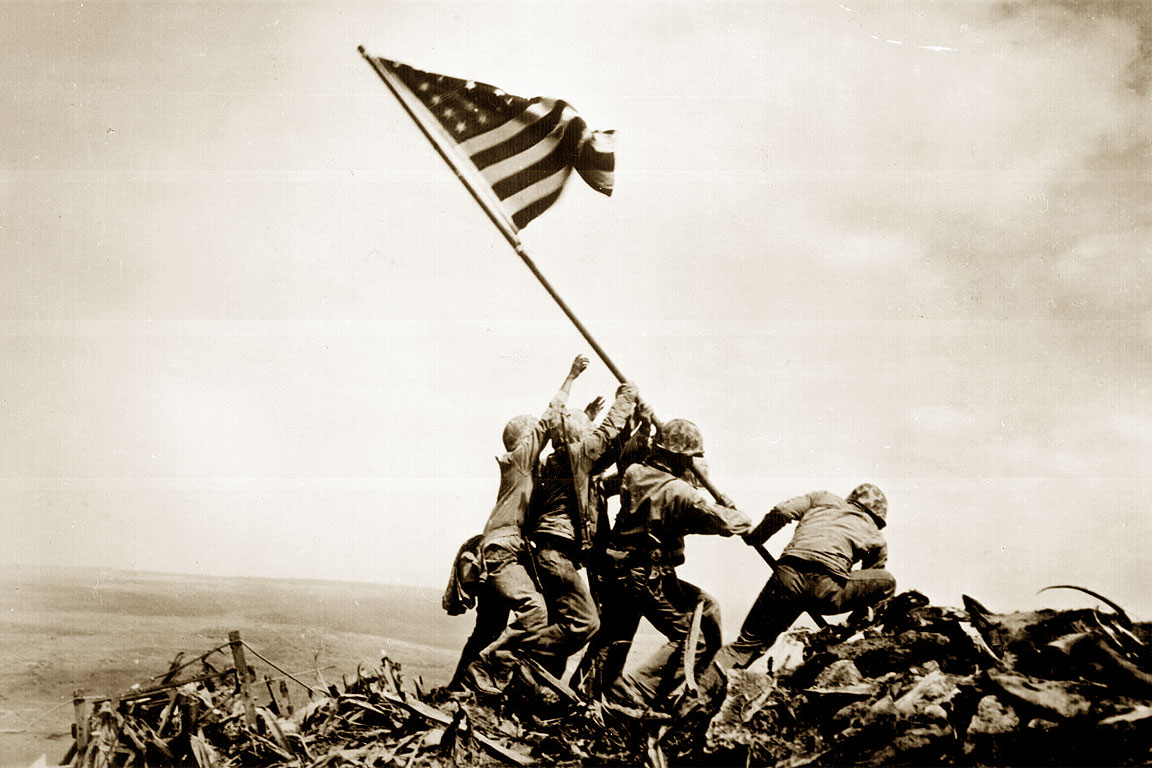 Raising the flag on Iwo Jima, foto famosa di Joe Rosenthal