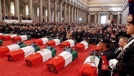 Il rito funebre che onora i caduti italiani a Nassiriya