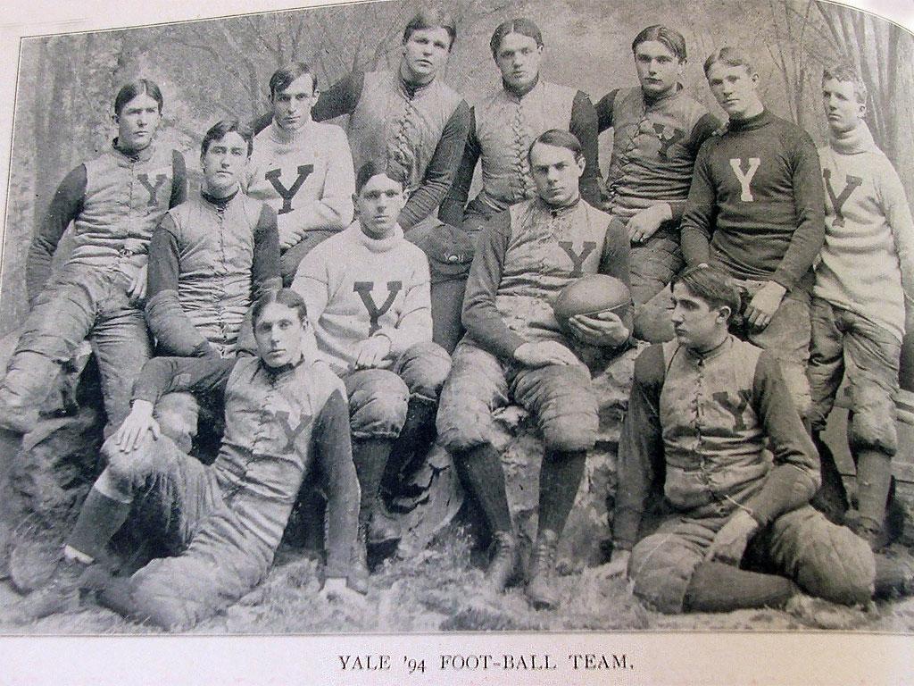 Una foto della squadra di Yale del 1894