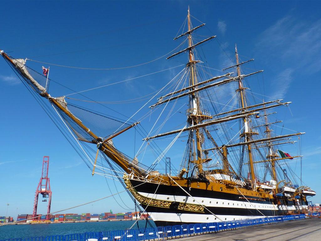 La nave-scuola Amerigo Vespucci
