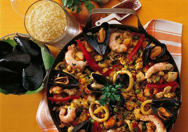 Paella Valenciana, con carne e pesce
