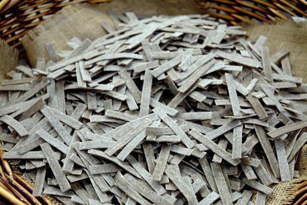 Tagliatelle preparate con grano saraceno