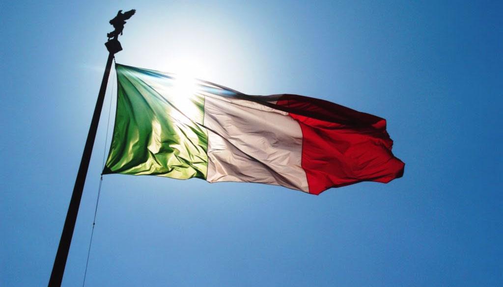 Il tricolore storia e origini della bandiera italiana for Bandiera di guerra italiana