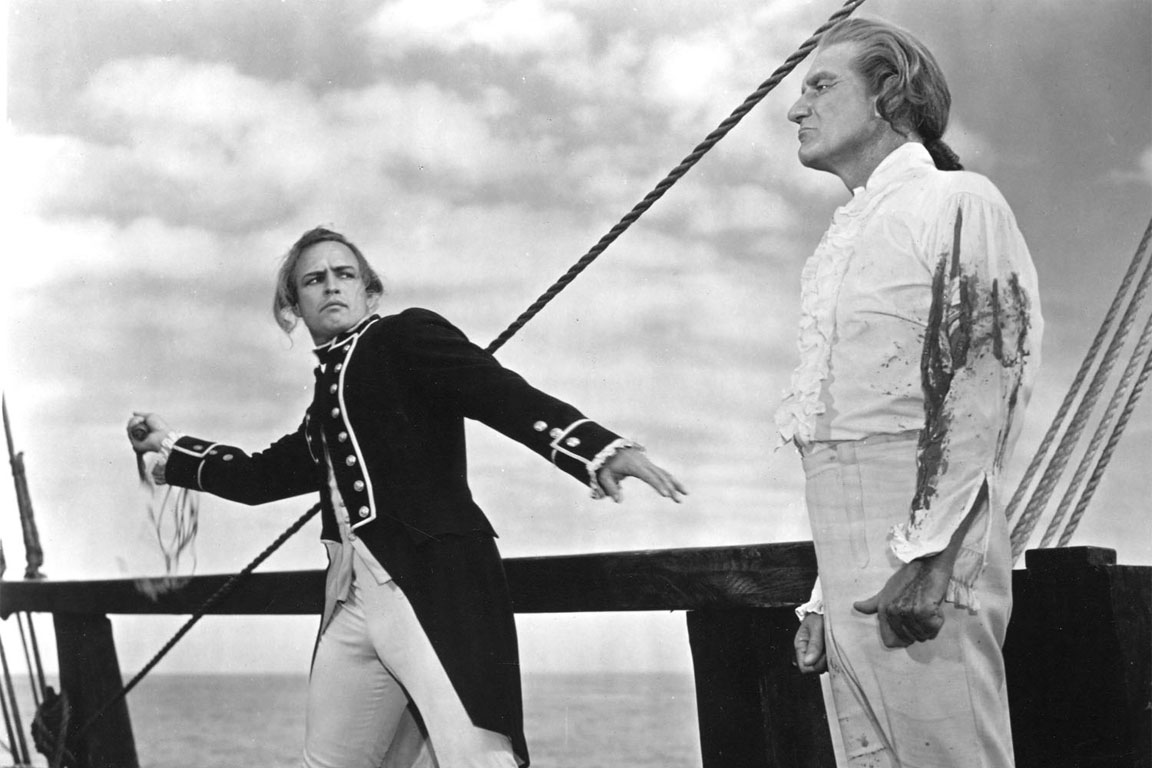 """Una scena tratta dal film """"Gli ammutinati del Bounty"""" (1962). Sulla sinistra Marlon Brando."""