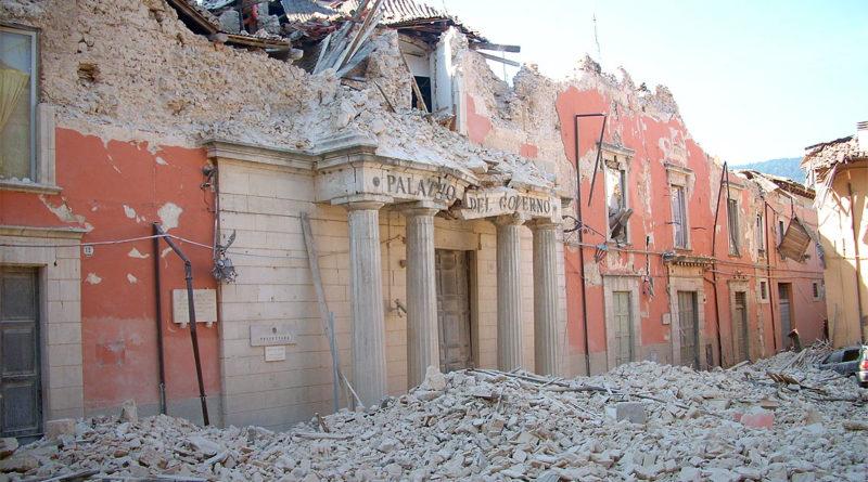 Una foto dei danni provocati dal terremoto dell'Aquila del 2009