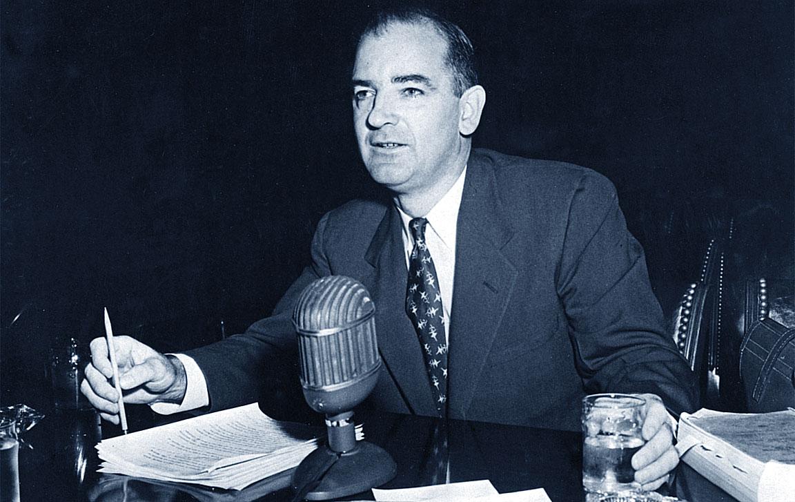 """Il politico statunitense Joseph McCarthy, di cui il termine """"maccartismo"""""""
