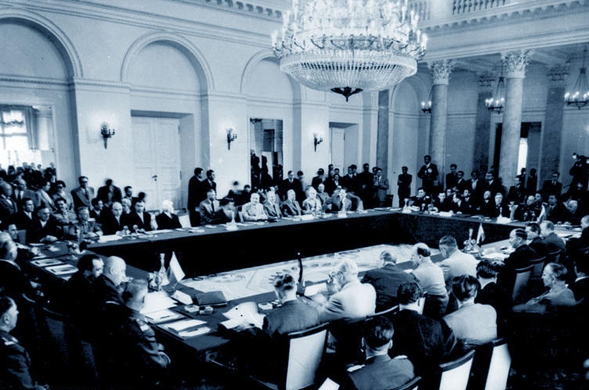 Una foto della riunione del 14 maggio 1955: firma del Patto di Varsavia