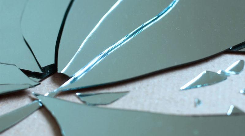 Perché rompere uno specchio porta sfortuna?
