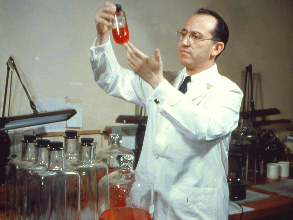Jonas Salk in laboratorio