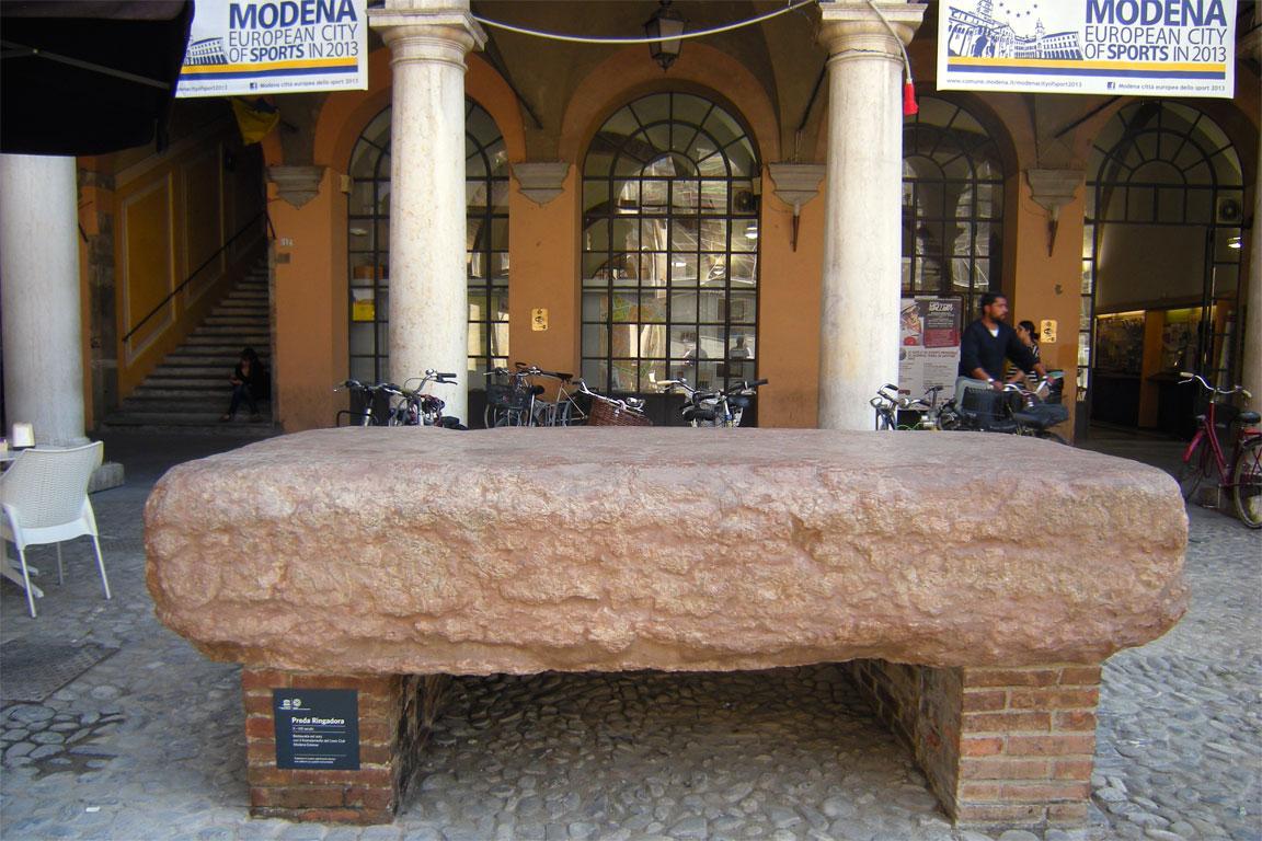 Pietra dello scandalo Ringadora (Modena)