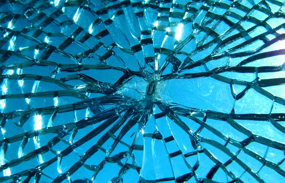 Specchi rotti - rompere uno specchio