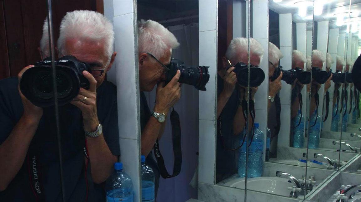 Due specchi messi di fronte si riflettono all infinito - Specchi riflessi audio due ...