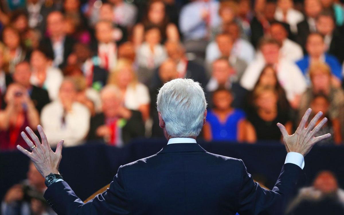 La retorica è l'arte di parlare in pubblico in modo persuasivo