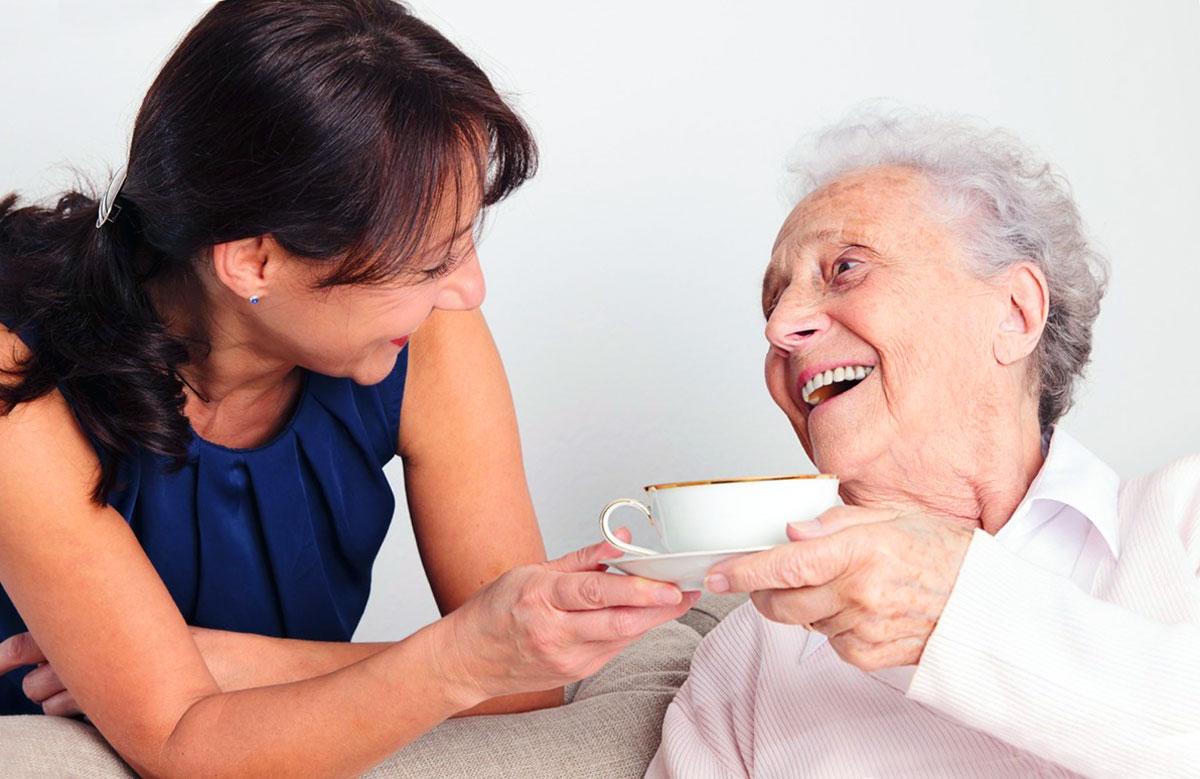 Il lavoro della badante è quello di fornire un servizio agli anziani