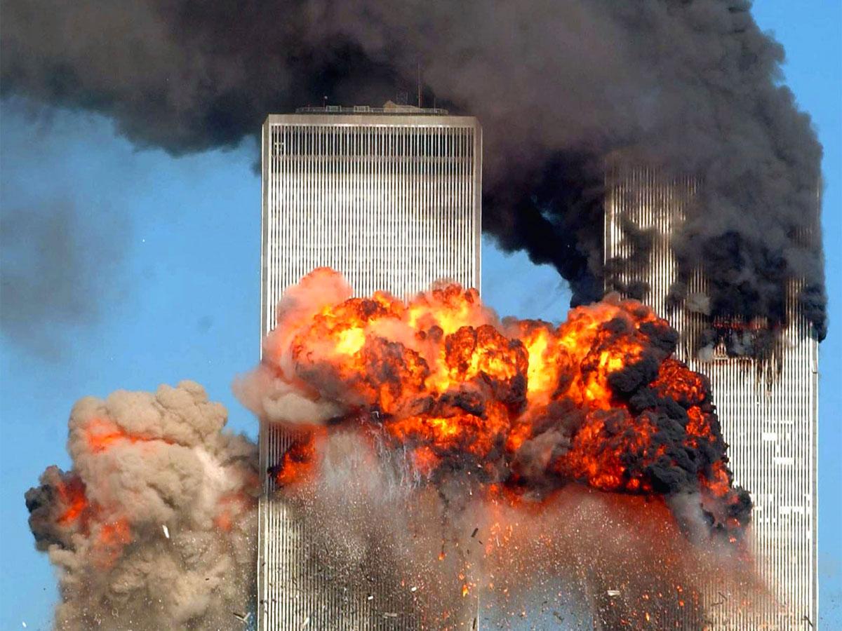 11 settembre 2001: foto dello schianto contro le Torri Gemelle