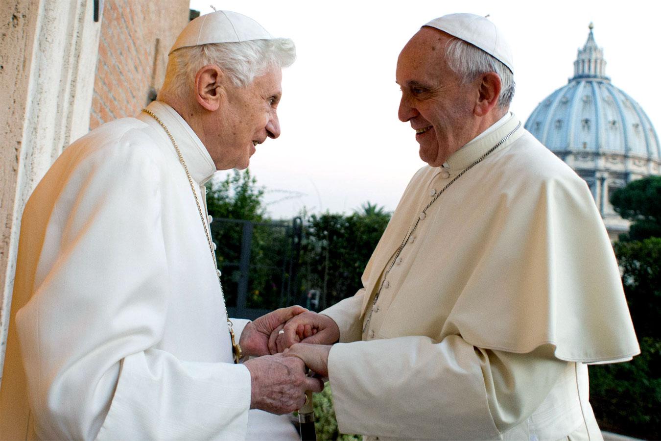 Papa e Pontefice: Papa Benedetto XVI con Papa Francesco