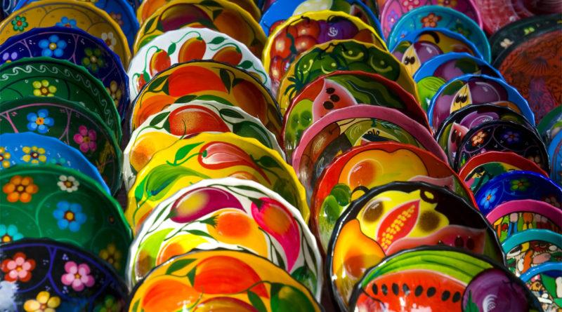 Ceramica: piatti colorati