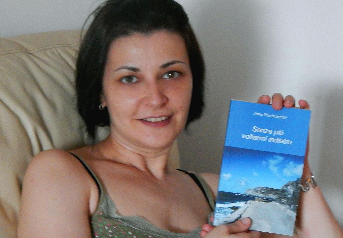 """Anna Maria Secchi, autrice del romanzo """"Senza più voltarmi indietro"""" (2014)"""
