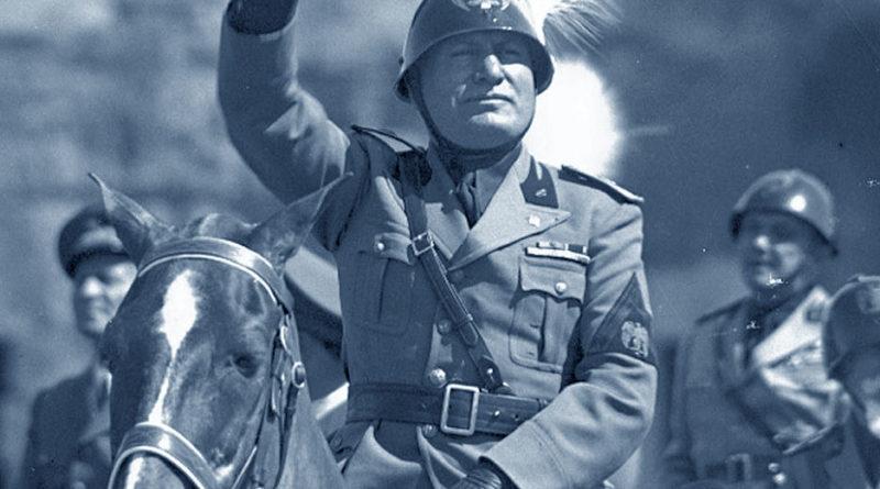 Mussolini a cavallo