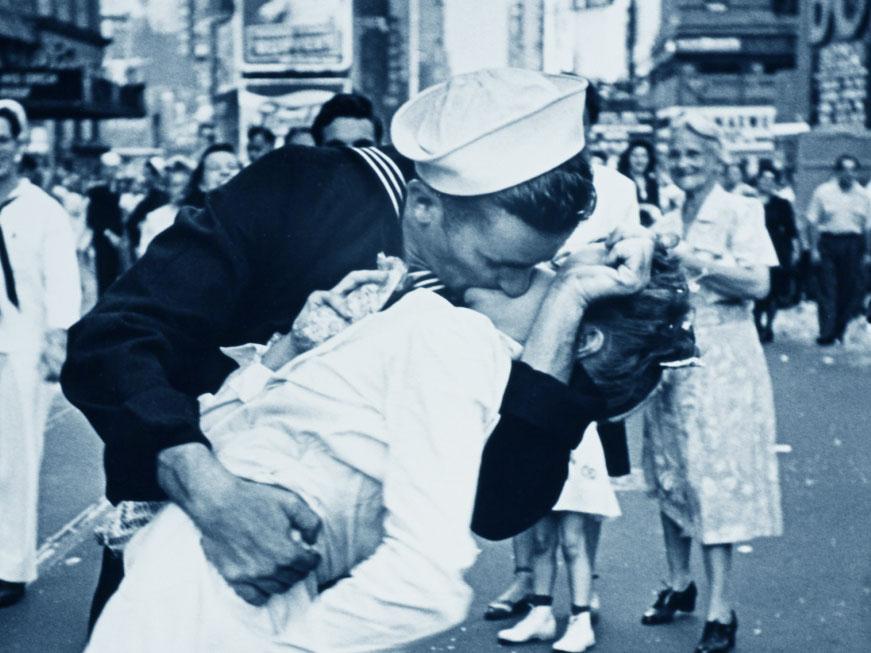 Il bacio in Times Square - V-J Day in Times Square - detail - dettaglio