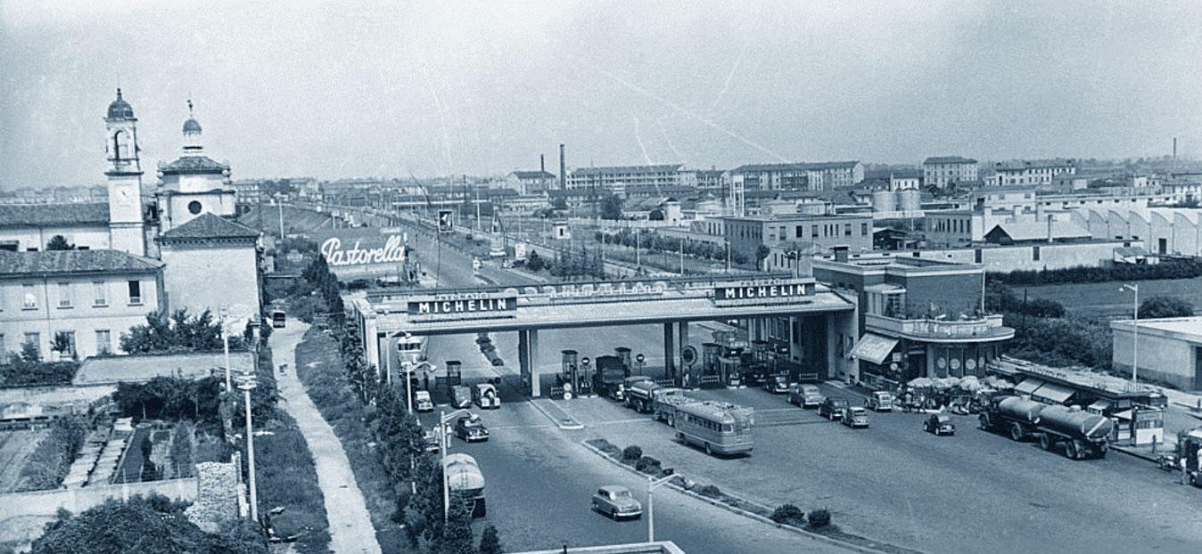 Settembre 1952: l'entrata dell'autostrada Milano-Laghi da Piazzale ai Laghi.