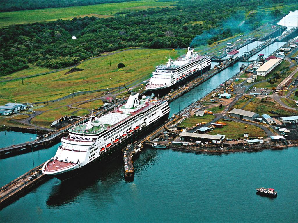 Navi nel Canale di Panama