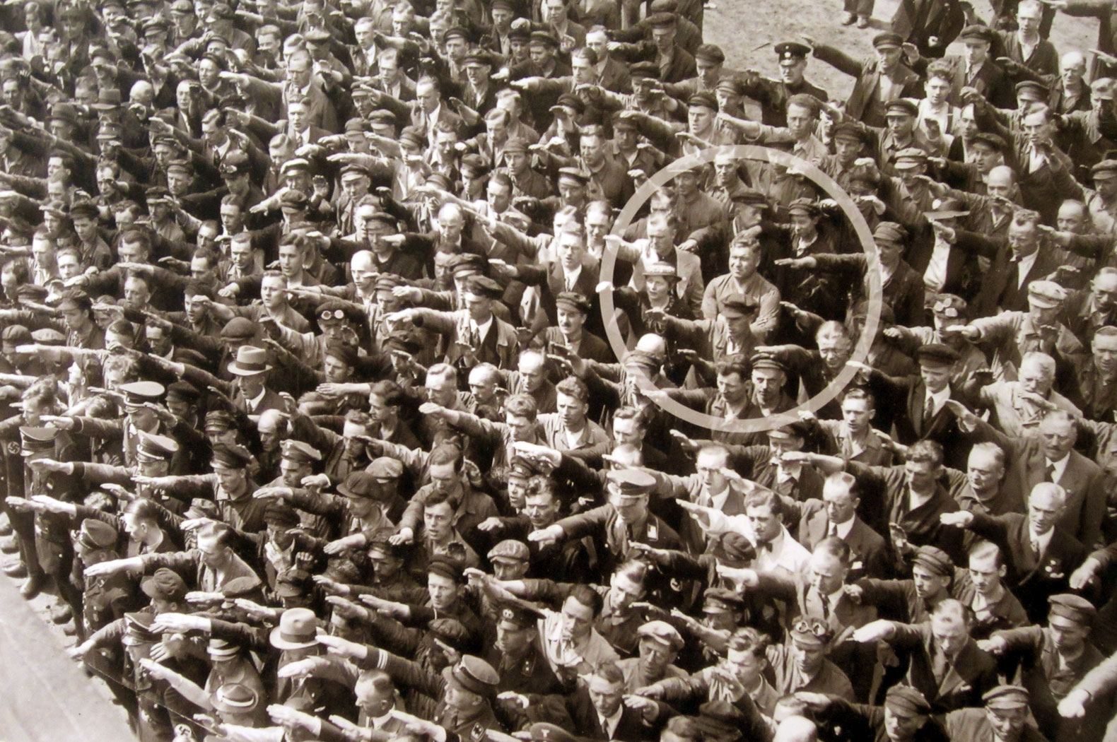Foto famosa August Landmesser - photo famous picture