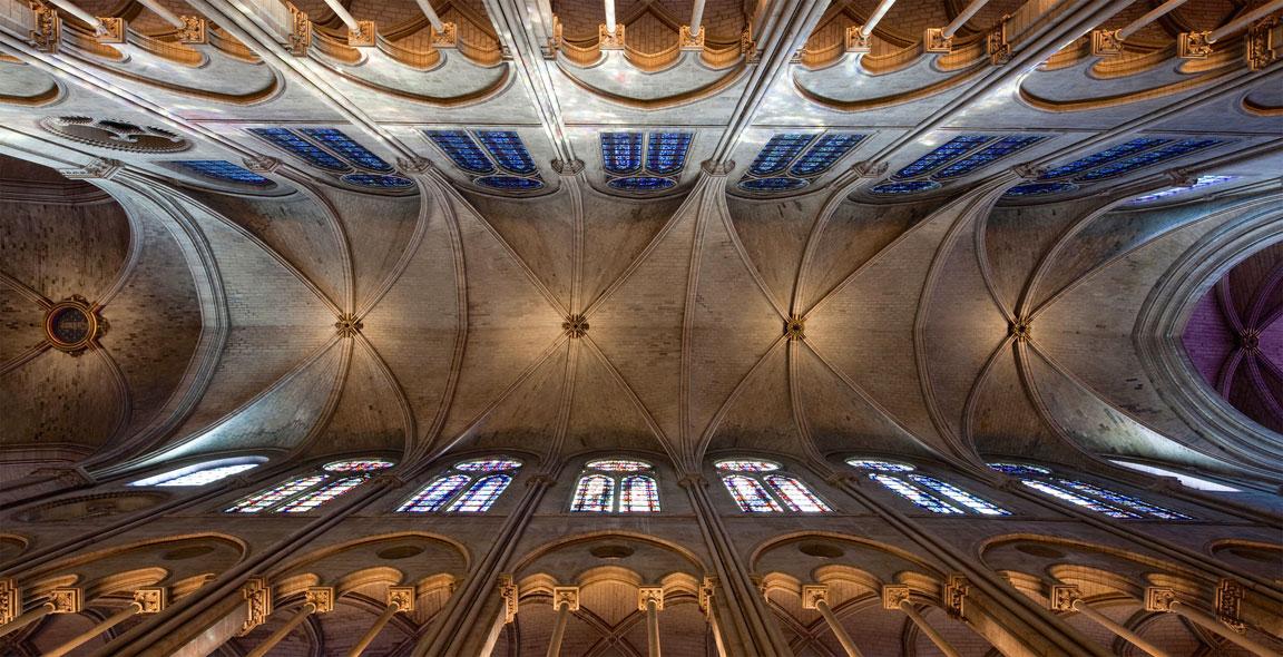 Notre Dame - Una foto dalla navata centrale verso l'alto
