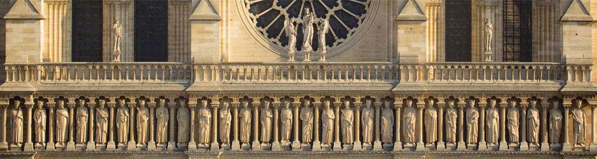 Notre Dame - statue