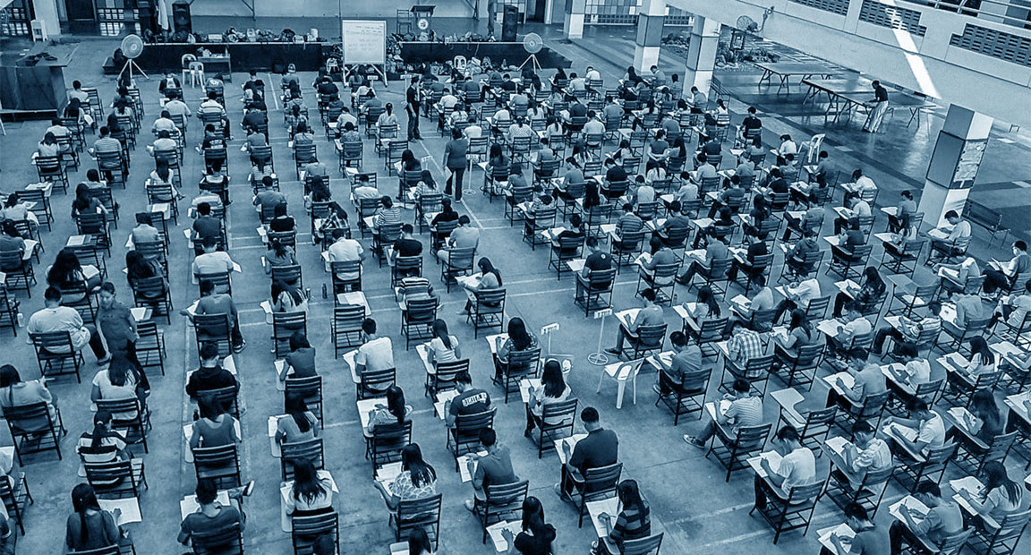 Candidati ad un concorso pubblico che devono affrontare una prova d'esame scritta
