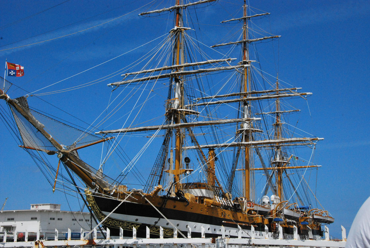 Il veliero Amerigo Vespucci è la più celebre nave scuola della Marina italiana