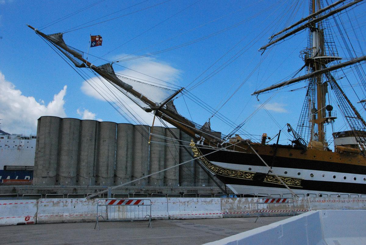 Amerigo Vespucci, la nave in porto