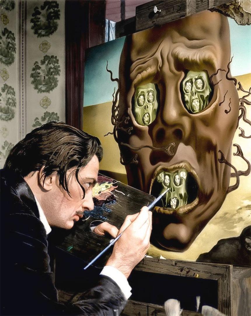 Salvador Dalí mentre dipinge il Volto della Guerra